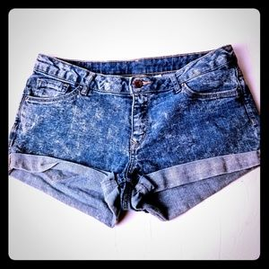 H & M Divided acid wash short jean shorts sz 10